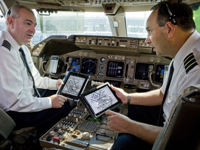 FAA-to-study-using-electronic-gadgets-on-planes1
