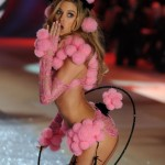 doutzen-krous-costume-here-is-supposed-to-look-like-a-pink-poodle