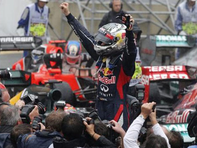 formula-1-vettel-wins-third-world-title-dramatic-photo-180203783