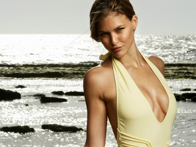 Bar-Refaeli-Sea-480x6401