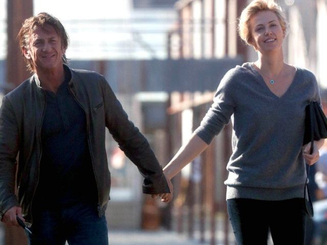 rs_634x1024-140127102642-634.sean-penne-charlize-theron.ls.12714