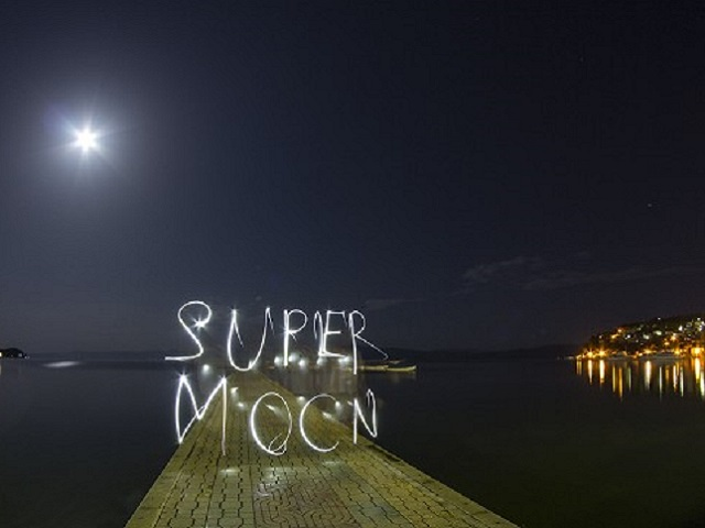 130624120338-irpt-supermoon-sign-story-top
