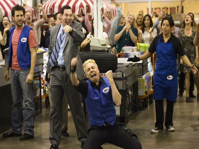 Employee-of-the-Month-dax-shepard-31245685-2249-1500