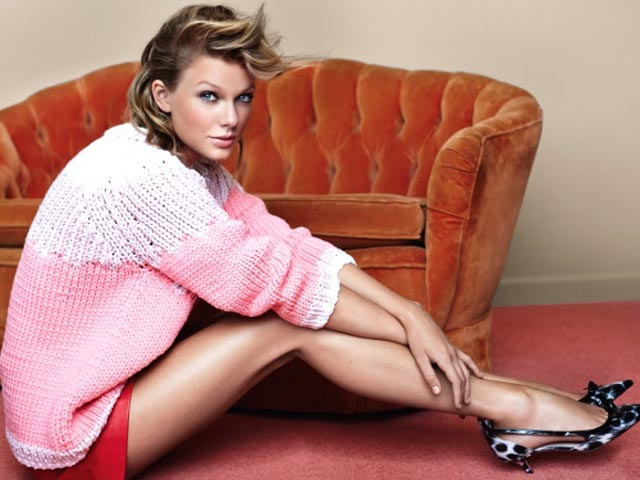 Taylor-Swift-Sexy-Legs-in-Mario-Testino-Shoot-for-Vogue-UK-November-2014-06-cr1412616737227-580x435