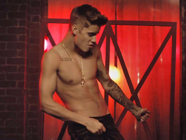 rs_560x415-131203093036-1024.justin-bieber-shirtless-all-that-matters-120313