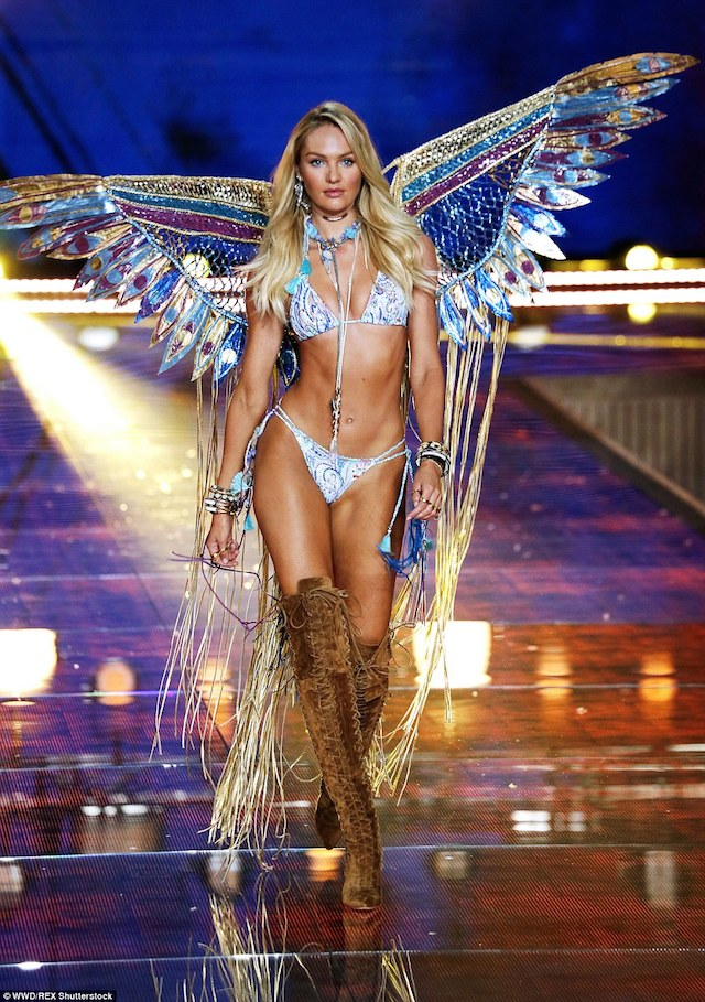 2E523F9600000578-3312676-Pure_Candice_Swanepoel_wowed_in_a_dramatic_butterfly_styled_outf-a-161_1447209366202