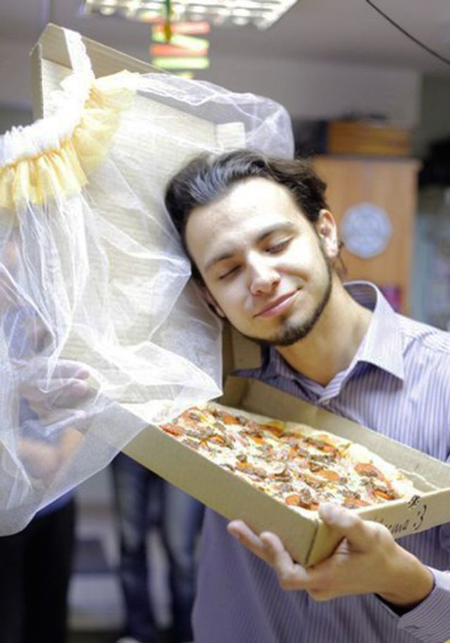 PAY-Man-Marries-Pizza