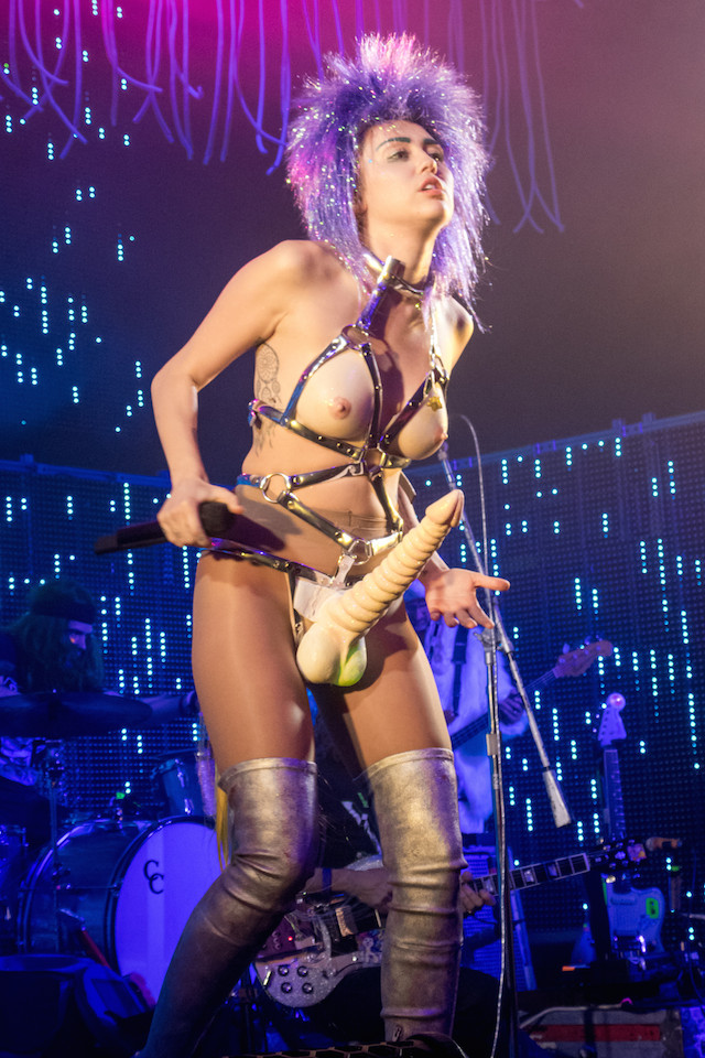 Miley Cyrus and Her Dead Petz tour opener at The Riviera Theatre in Chicago. Pictured: Miley Cyrus Ref: SPL1178735 201115 Picture by: Press Line Photos / Splash News Splash News and Pictures Los Angeles: 310-821-2666 New York: 212-619-2666 London: 870-934-2666 photodesk@splashnews.com