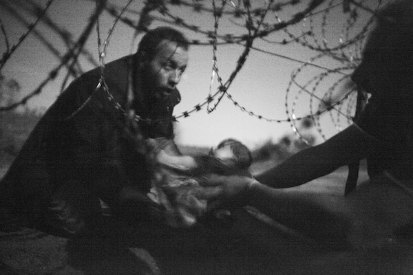 Spot news, first prize, singles - Warren Richardson Hope for a new life: migrants crossing the border from Serbia into Hungary Photograph: Warren Richardson/World Press Photo 2016