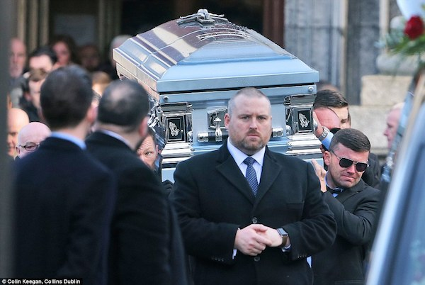313D16FD00000578-3447906-Funeral_Tearfurl_men_carry_the_coffin_of_murdered_mobster_David_-a-46_1455554120123