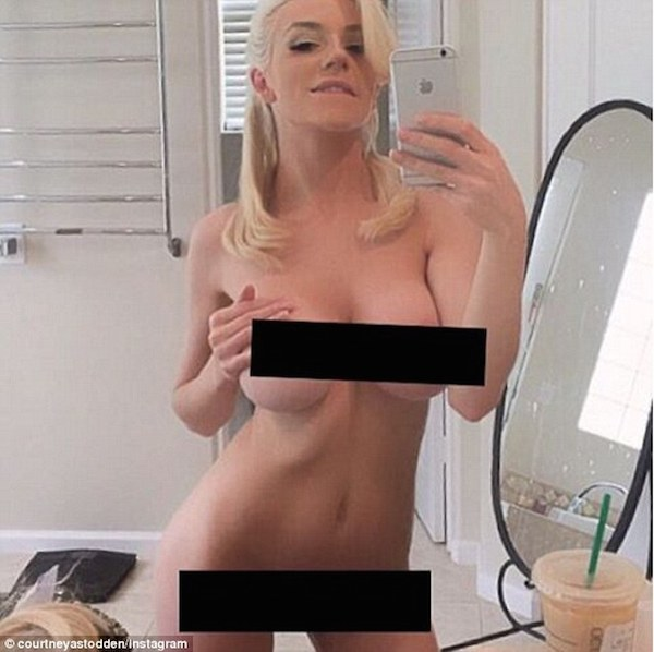 3202E58600000578-3484475-Copying_Kim_Courtney_Stodden_shared_a_naked_selfie_on_Instagram_-a-14_1457549703999