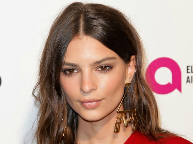 Emily Ratajkowski attends 2016 Elton John AIDS Foundation Academy Awards Viewing Party in West Hollywood, California, on February 28, 2016. / AFP / TIBRINA HOBSON        (Photo credit should read TIBRINA HOBSON/AFP/Getty Images)