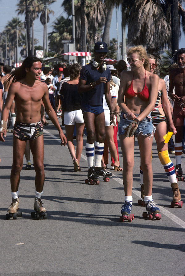 NEW YORK - JUNE 1: Roller skaters on June 1, 1980 in Venice Beach, CA. (Photo by Waring Abbot/Getty Images)