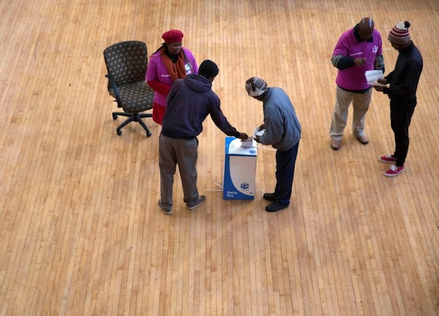 Locals cast their votes during the local government elections at the Johannesburg city hall, South Africa August 3,2016. REUTERS/James Oatway