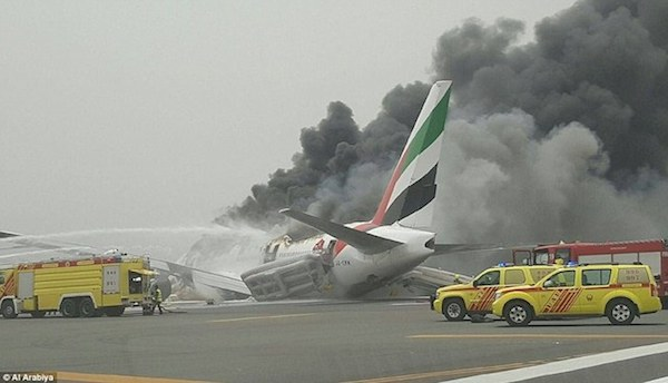 36D509C800000578-3721366-Emergency_An_Emirates_passenger_jet_has_crash_landed_at_Dubai_Ai-a-62_1470218100968