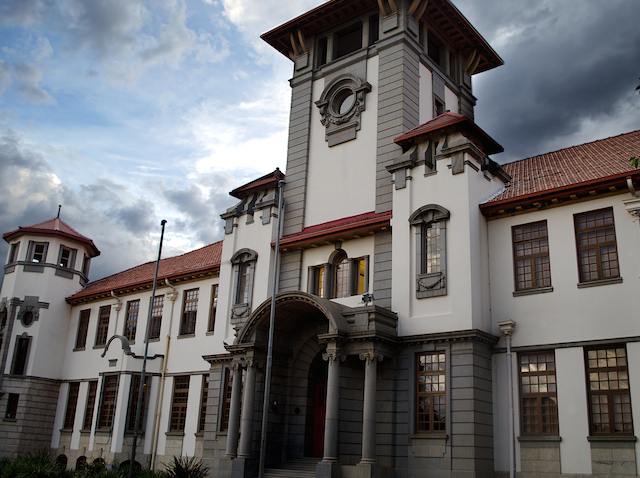 Main_Building_of_the_University_of_Orange_Free_State,_Free_State,_Bloemfontein,_South-Africa