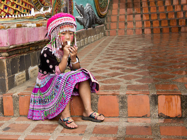 thailand-chiang-mai-doi-suthep-temple-hill-tribe-girl-l